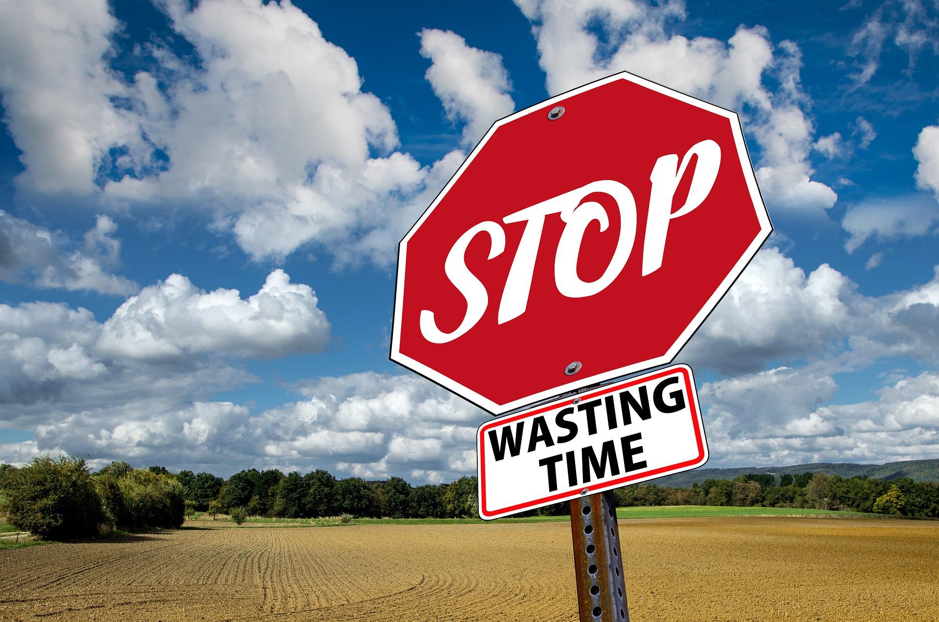 stop-3089945_1920